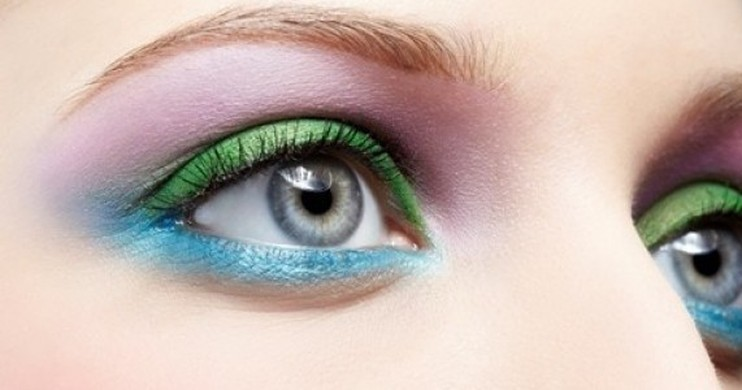 Foto Tips Percaya Diri Menggunakan Bold Color Eyeshadow