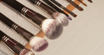10 Jenis Make Up Brush yang Wajib Kamu Miliki