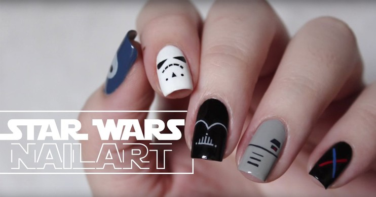 Foto Nonton Star Wars: The Force Awaken dengan Darth Vader Nail Art!